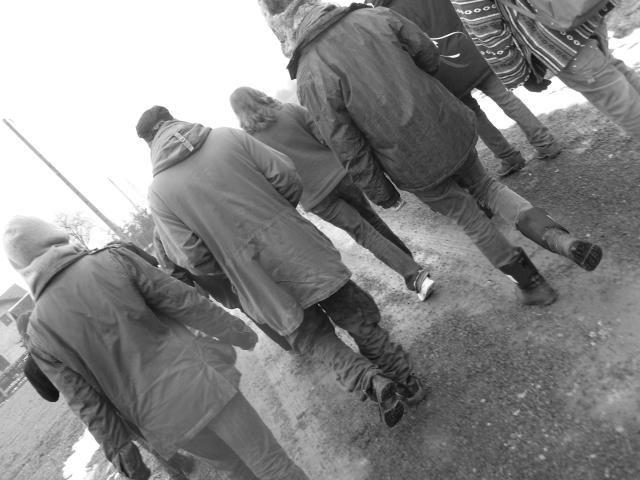 Mars 2009. Mes élèves marchant vers Birkenau depuis la Judenrampe.