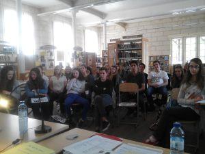 Mes élèves volontaires pour mon projet pédagogique sur la Shoah, au CDI, pendant la rencontre-conférence de Viviane Harif, née Bich. Vendredi 29 mai 2015