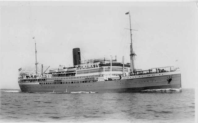 L'Indrapoera [sources : http://www.messageries-maritimes.org/melanesien1.jpg ]