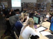 Elèves du projet lors d'un atelier de recherche au CDI du lycée Saint-Rémy - déc.2015.