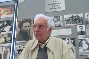 André Berkover, témoin infatiguable auprès des jeunes, comme il le fut avec mes élèves du lycée Saint-Rémy de Soissons en 2008, à Drancy, dans l'ancienne salle commémorative, au pied des HLM de la cité de la Muette.