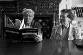 Yvette Levy et Léa Schwartzmann lors d'une de mes rencontres avec elles en juillet 2011 dans les locaux de l'Union des Déportés d'Auschwitz à Paris. [DR. photograpgie Marco Tchamp].